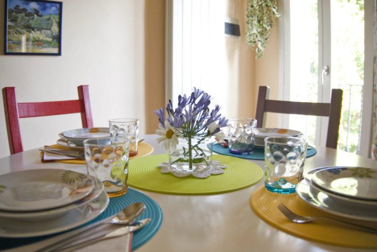 casa-vacanze-perugia-dettaglio-tavolo