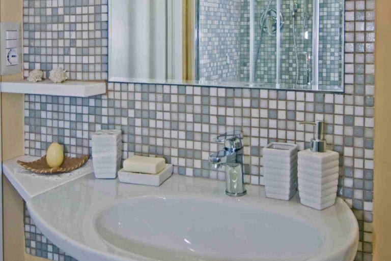 casa-vacanze-perugia-lavandino-bagno